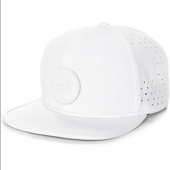 a38d3425fd7 Nike SB Dri-Fit Arobill White Snapback Hat